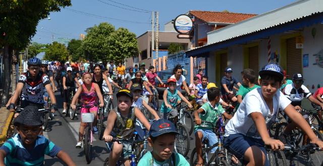 Passeio ciclístico movimenta Ribeirão Bonito