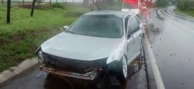 Carro capota na SP-215 e quatro ficam feridos