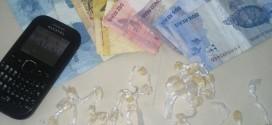 Polícia Militar prende rapaz por tráfico de drogas