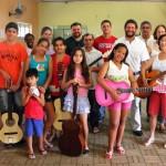 Prefeito Juninho Rogante visita alunos do curso de viola e violão (Foto: Divulgação)
