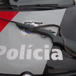 Espingarda é apreendida pela PM em sítio (Foto: Lucas Castro/RB Na Rede)
