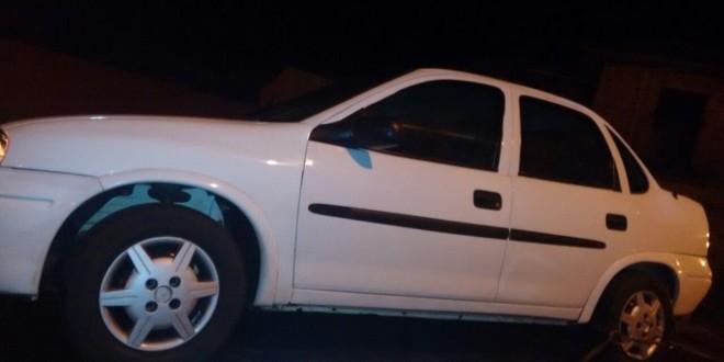 Homem deixa carro furtado e leva outro em Dourado