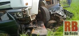 Dois homens morrem em acidente na SP-215