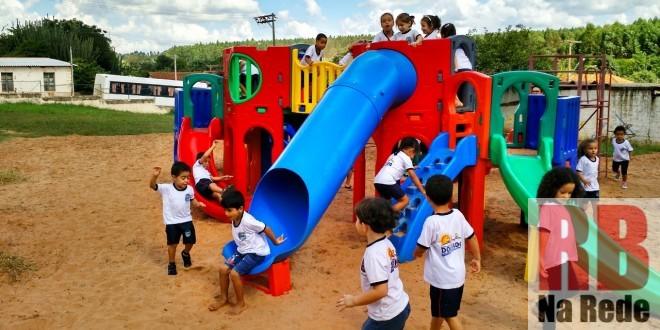 EMEI de Dourado ganha novo playground