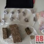 Maconha e dinheiro localizados pela PM (Foto: RB Na Rede)