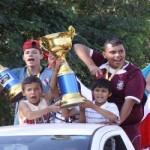Jogadores são recebidos com festa em Trabiju (Foto: Antonio L. Teixeira)