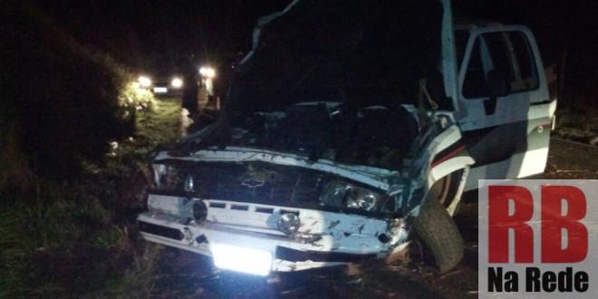 Namorados ficam feridos após capotamento entre Ribeirão Bonito e Guarapiranga