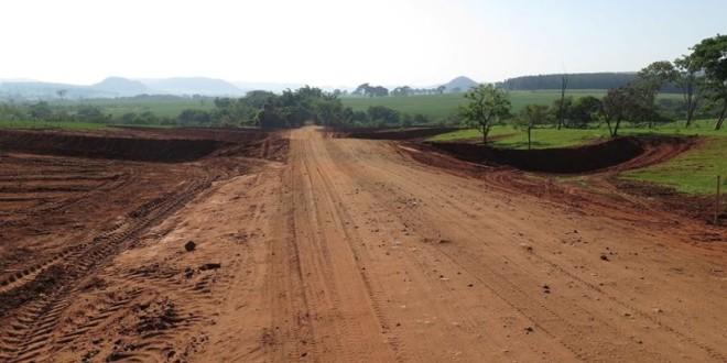 Programa Melhor Caminho atende estrada que liga Trabiju a Ribeirão Bonito