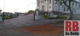 Buraco no Centro de Ribeirão Bonito preocupa motoristas