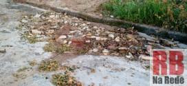 Moradores tampam cratera com entulhos em Ribeirão Bonito