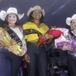 ainha do Rodeio Roseli Gonçalves, ao centro , com a segunda princesa Pamela e a primeira Lezadras (Foto: Antonio L. Teixeira)