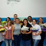 Carol com as mamães do setor de saúde (Foto: Divulgação)