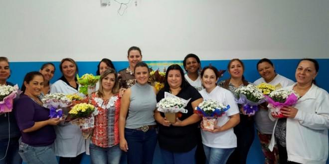 Prefeitura homenageia as mães servidoras de Trabiju