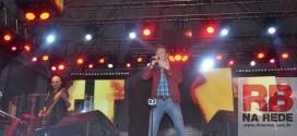 Michel Teló leva o público ao delírio na abertura do Dourado Rodeio Show