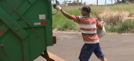 Ribeirão Bonito: Após 1 mês, coletores de lixo cobram salários e equipamentos de segurança