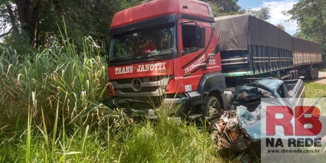 Homem morre em acidente na SP-215 em Dourado