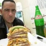 Fião Ribeiro em alguns momentos em que realiza suas refeições (Foto: Arquivo Pessoal)