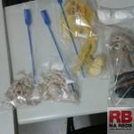 Pedras de crack e cocaína encontradas pela PM (Foto: RB Na Rede)