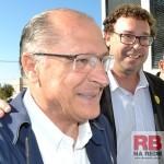 Nanado ao lado do governador Geraldo Alckmin (Foto: Lucas Castro)