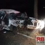 Carro ficou totalmente destruído (Foto: RB Na Rede)