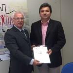Prefeito de Ribeirão Bonito, Chiquinho Campaner, com o Secretário Executivo do Programa Cidade Legal, Eugênio Jose Zuliani (Foto: Divulgação)