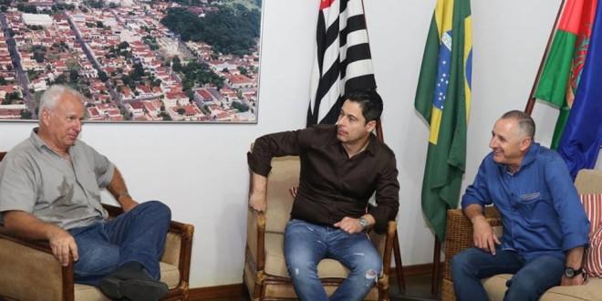 Prefeito de Ribeirão Bonito recebe visita de deputado federal