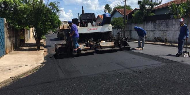 Ruas recebem recape asfáltico em Ribeirão Bonito